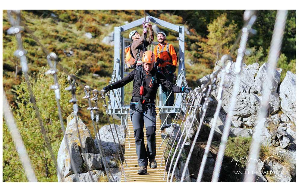 Vía Ferrata de Valdeón es la primera instalación de este tipo dentro del territorio del Parque Nacional de los Picos de Europa. Debido a suVía Ferrata de Valdeón , Puente tibetano de entrada.
